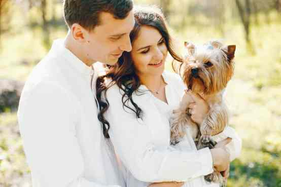 pictures of pregnant woman with dog